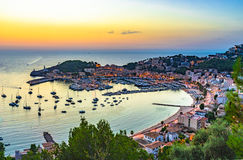 Puesta del sol de Majorca España en Port de Soller imagen de archivo