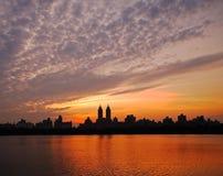 Puesta del sol de Manhattan Fotos de archivo