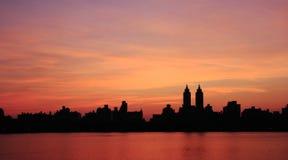 Puesta del sol de Manhattan Fotos de archivo libres de regalías