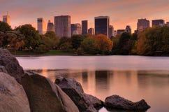 Puesta del sol de Manhattan Fotografía de archivo libre de regalías