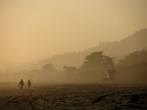Puesta del sol de niebla en la playa de Stinson Imagen de archivo