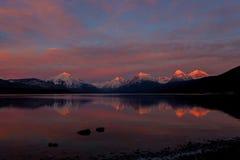 Puesta del sol de noviembre en Parque Nacional Glacier Imagen de archivo
