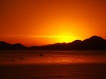 Puesta del sol de oro asombrosa Fotografía de archivo
