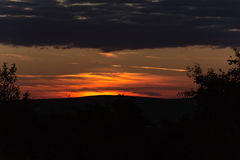 Puesta del sol de oro asombrosa Foto de archivo