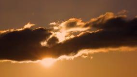 Puesta del sol de oro Cloudscape