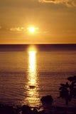Puesta del sol de oro en Anilao Filipinas Imagen de archivo libre de regalías