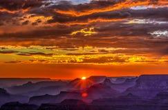 Puesta del sol de oro en el punto de Lipan, Grand Canyon, Arizona Fotografía de archivo