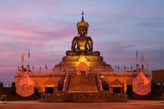 Puesta del sol de Phra al aire libre grande Phuttha Maha Thammaracha Buddha Imagenes de archivo