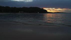 Puesta del sol de poco embarcadero de la playa en el puerto Stephens y Nelson Bay, Australia almacen de metraje de vídeo
