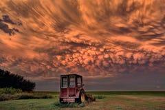 Puesta del sol de Saskatchewan de la tormenta de la pradera Fotos de archivo