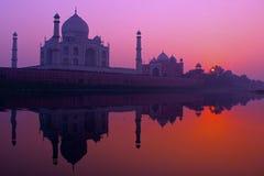 Puesta del sol de Taj Mahal Imagenes de archivo