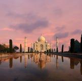 Puesta del sol de Taj Mahal Water Reflection Nobody Imágenes de archivo libres de regalías