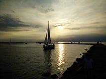 Puesta del sol de Tallinn en Estonia marina Fotos de archivo