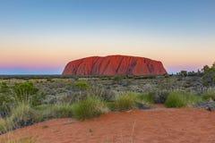 Puesta del sol de Uluru imagenes de archivo