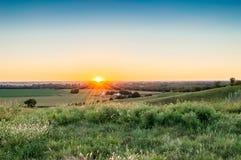 Puesta del sol de una granja Imagen de archivo libre de regalías