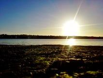 Puesta del sol de Wexford en los adoquines por el río de Slaney Fotografía de archivo libre de regalías