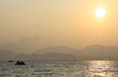 Puesta del sol debajo del mar Imagen de archivo libre de regalías