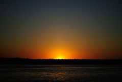 Puesta del sol del Amazonas fotografía de archivo