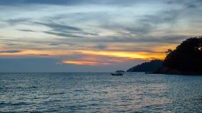 Puesta del sol del batik de Teluk Imagenes de archivo