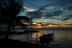 Puesta del sol del Caribe con el barco Imagen de archivo libre de regalías