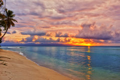 Puesta del sol del Caribe de la playa imagen de archivo
