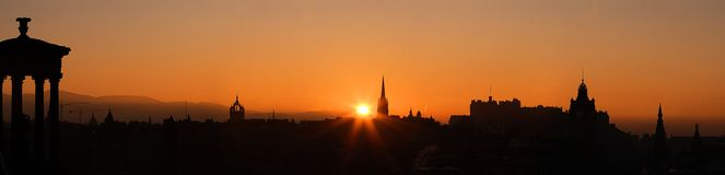 Puesta del sol del castillo de Edimburgo Fotos de archivo libres de regalías