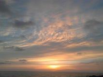 puesta del sol del cielo del mar Fotografía de archivo