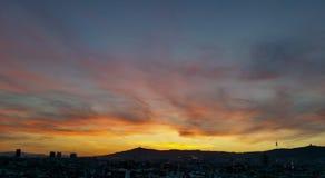 Puesta del sol del cirro, Barcelona Imagen de archivo libre de regalías