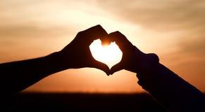 Puesta del sol del corazón del amor foto de archivo libre de regalías