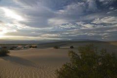 Puesta del sol del desierto Imagen de archivo libre de regalías