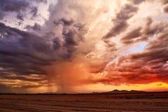 Puesta del sol del desierto de la tormenta de la monzón Imágenes de archivo libres de regalías