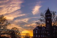 Puesta del sol del edificio de Tillman en Clemson fotos de archivo