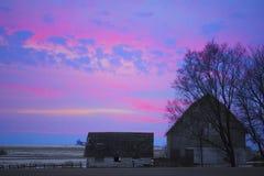 Puesta del sol del granero Imagenes de archivo
