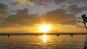 Puesta del sol del Hawaiian del infinito Foto de archivo