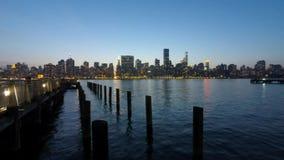 Puesta del sol del horizonte de Manhattan, New York City almacen de metraje de vídeo