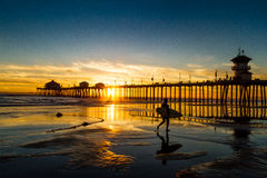 Puesta del sol del Huntington Beach foto de archivo libre de regalías