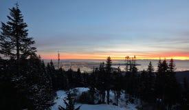 Puesta del sol del invierno de la montaña del urogallo Imagen de archivo
