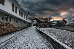 Puesta del sol del invierno en Tryavna, Bulgaria Imagenes de archivo