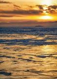 Puesta del sol del invierno sobre el lago Baikal Imagen de archivo libre de regalías