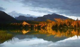 Puesta del sol del lago glacier de la montaña Imágenes de archivo libres de regalías