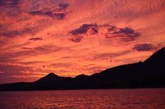 Puesta del sol del lago patagonia Imagen de archivo libre de regalías