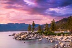 Puesta del sol del lago Tahoe imagenes de archivo