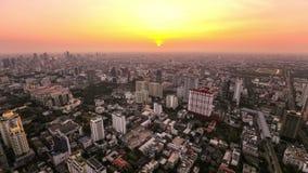 Puesta del sol del lapso de tiempo del paisaje urbano de Bangkok almacen de video