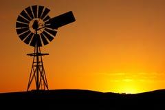 Puesta del sol del molino de viento Fotografía de archivo libre de regalías