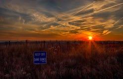 Puesta del sol del océano en Cape May, New Jersey en la orilla Imagen de archivo libre de regalías