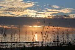 Puesta del sol del océano y del cielo Imágenes de archivo libres de regalías