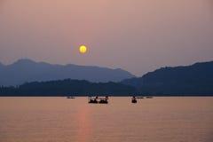 Puesta del sol del oeste del lago Imagenes de archivo