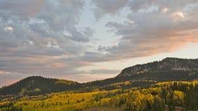 Puesta del sol del otoño de la montaña fotos de archivo libres de regalías
