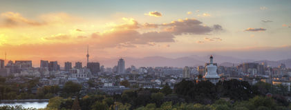 Puesta del sol del parque de Beihai en Pekín Fotografía de archivo