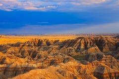Puesta del sol del parque nacional de los Badlands Foto de archivo